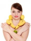 饮食 有果子项链和耳环的女孩 免版税库存图片