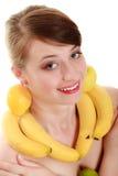饮食 有果子项链和耳环的女孩 图库摄影