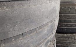 饱经风霜的轮胎 免版税库存图片