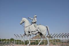 饶Jodha雕象在位于乔德普尔城的庄严Mehrangarh堡垒附近的,拉贾斯坦,是其中一个最大的堡垒在印度 图库摄影