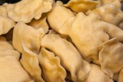 饺子充塞用乳酪和土豆 免版税库存图片