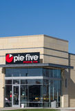 饼五餐馆外部和商标 图库摄影