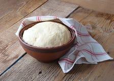 饼和卷的发酵面团 免版税图库摄影