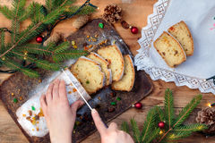 饼在一张木桌上的圣诞节 免版税图库摄影