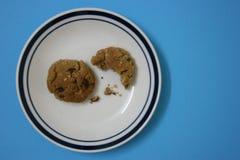 饼干被咬住的一半 免版税库存图片