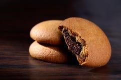 饼干被装载的巧克力奶油 免版税库存图片