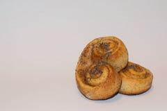 饼干,曲奇饼款待用在烤箱形成了烘烤的桂香在brezel形状新鲜 库存照片