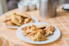 饼开胃菜 充分表在餐馆的食物 免版税库存照片