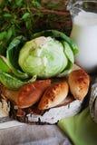 饼牛奶静物画圆白菜和水罐与a的 免版税库存照片