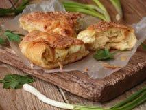 饼用乳酪和草本 免版税库存图片