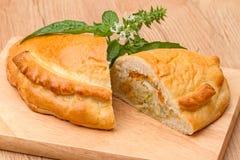 饼用圆白菜和蓬蒿小树枝  免版税库存照片