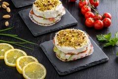 饼用软干酪和熏制鲑鱼 免版税库存照片