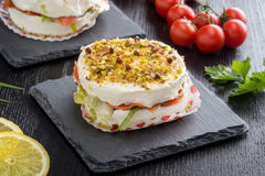 饼用软干酪和熏制鲑鱼 免版税图库摄影
