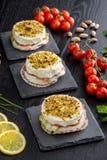 饼用软干酪和熏制鲑鱼 库存照片