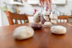 饼罐在厨房里 图库摄影