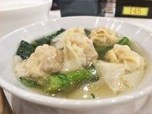 馄饨大虾汤 免版税库存照片