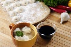 馄饨汤亚洲食物 免版税库存图片