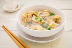 馄饨汤,中国食物 免版税库存照片