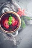 馄饨红色罗宋汤欢乐桌装饰 免版税库存照片