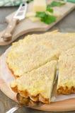 馅饼用圆白菜和干酪,被削减的部分 库存照片