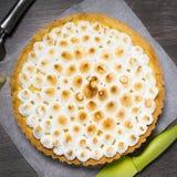 馅饼用柠檬和意大利蛋白甜饼 库存照片