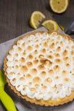 馅饼用柠檬和软的意大利蛋白甜饼 库存图片