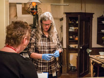 馆长在工作在皇家不列颠哥伦比亚省博物馆, 2014年3月 免版税库存照片