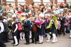 首先叫 天9月1日,知识在俄国学校 天知识 日第一所学校 免版税库存照片