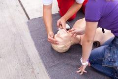 首先帮助 CPR 库存图片