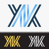 首写字母KK优质蓝色金属被转动的小写商标模板在白色背景中和在金子和银的习惯预览 免版税库存图片