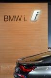 首放莫斯科国际汽车沙龙BMW i8支持轻的亮光 免版税库存图片