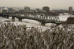 首都都市风景冻结的冰渥太华冬天 免版税库存图片