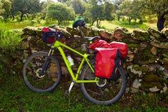 香客自行车在通过de的拉普拉塔埃斯特雷马杜拉 免版税库存图片