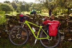香客自行车在通过de的拉普拉塔埃斯特雷马杜拉 库存照片