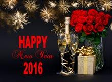 香宾、礼物、花和金黄烟花 新年快乐20 库存图片