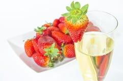 香宾和草莓 免版税图库摄影