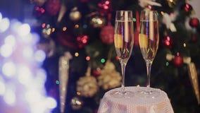 香宾在两块玻璃中圣诞节背景 股票录像
