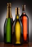 香宾夏得乃白酒和红葡萄酒瓶 免版税库存照片
