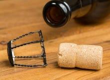 香宾样式黄柏比利时啤酒瓶 免版税库存照片