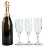 香宾瓶和三块玻璃 免版税库存图片