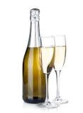 香宾瓶和两块玻璃 免版税库存照片