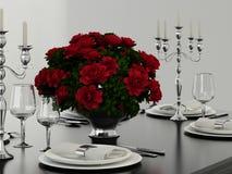 香宾玻璃和红色花 库存图片