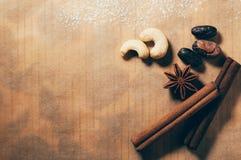 香料、坚果和豆在桌上 免版税图库摄影