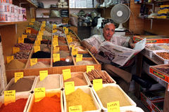 香料在回教处所的souq的一个市场上在耶路撒冷 库存图片
