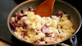 香料油煎用在油的葱印地安烹调的 影视素材