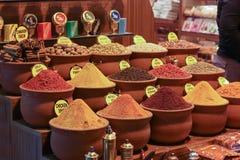 香料特写镜头在销售额市场中的 土耳其,伊斯坦布尔盛大义卖市场 库存照片