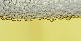 从香槟全景的水晶珍珠 库存图片