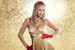 香槟圣诞节颜色礼服典雅的女孩 免版税图库摄影
