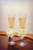 香槟婚礼两块玻璃  免版税库存图片