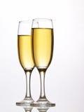 香槟接近的玻璃反对白色 库存图片